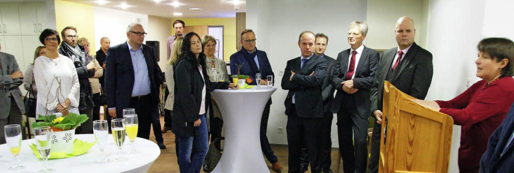 Einweihung im Generationenhaus Rheinha... Der Start wurde mit  Gästen gefeiert.  | Foto: Hüge