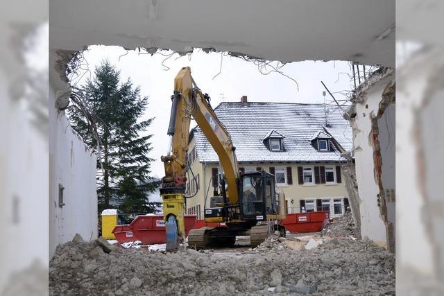 Ein Stück Geschichte verschwindet - ehemalige Post wird abgerissen