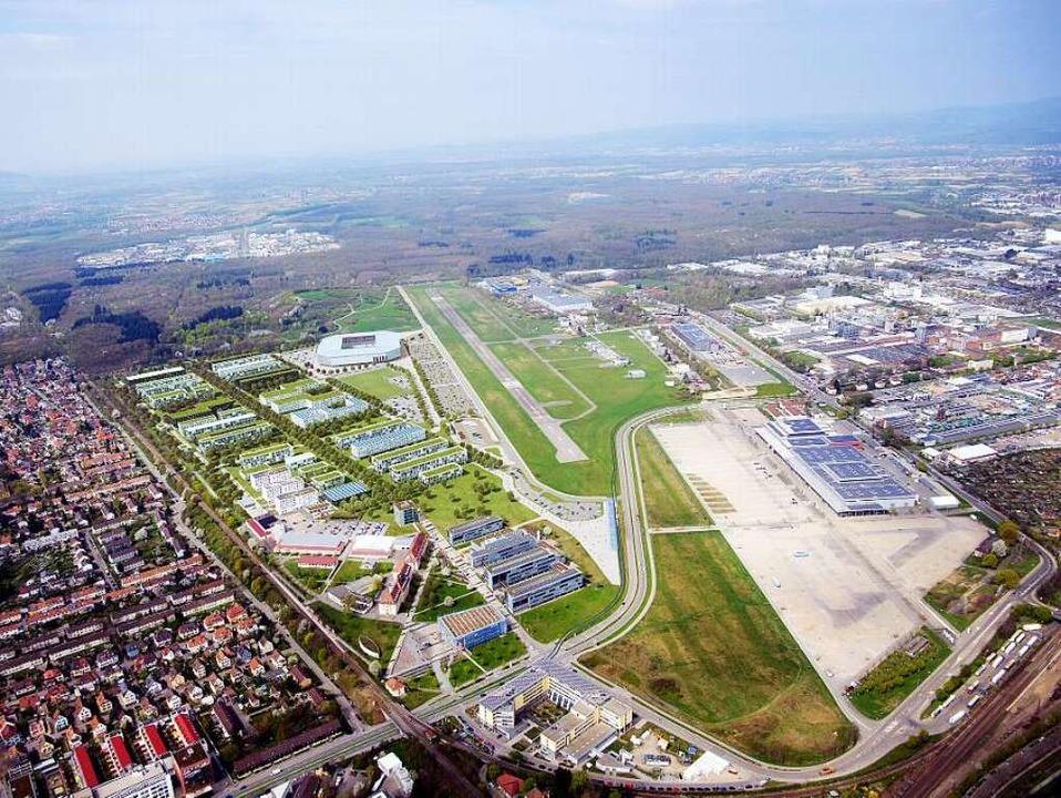 So könnte das Gelände  aussehen, wenn Uni-Bebauung und  SC-Stadion fertig sind.  | Foto: HHVISION