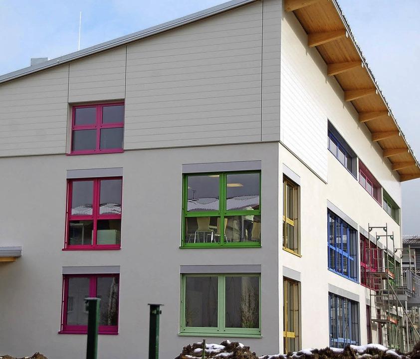 Das neue Kinderhaus Rhein-Au besticht ...für den Ansturm der Kinder am Montag.   | Foto: FOTOS: HILDEGARD SIEBOLD