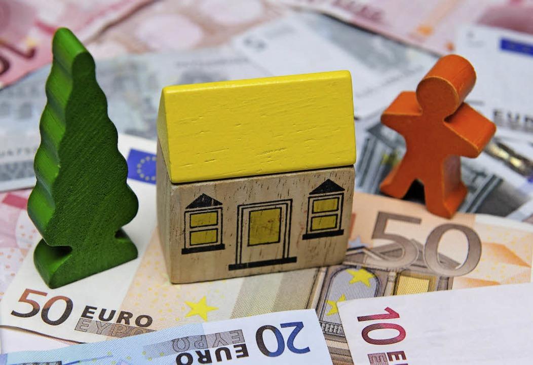 Wer Haus oder Grund besitzt, soll in Gottenheim mehr Grundsteuern zahlen.   | Foto: dpa