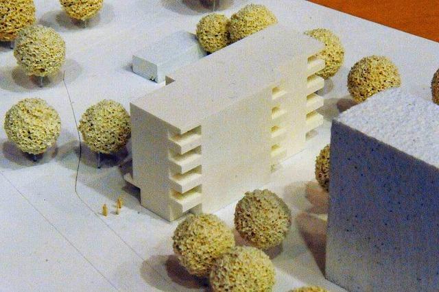 Gelände und Bau bleiben in Eigenregie
