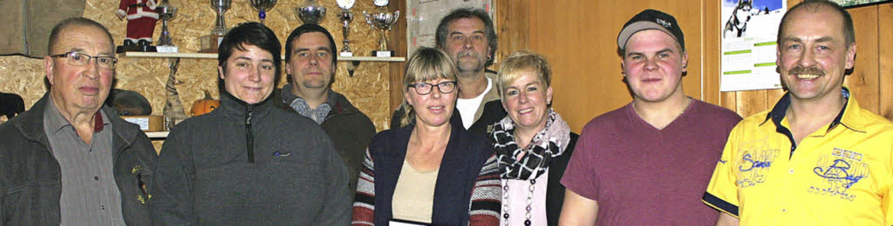 Claudia Kern (mit Brille) schied aus d...ula Gempp, Bernd Rebbe und Peter Gempp  | Foto: cremer