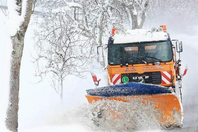 Heftiger Schneefall führt zu Stromausfällen und Straßensperrungen