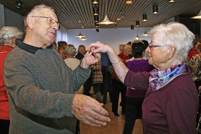 Senioren tanzen wieder