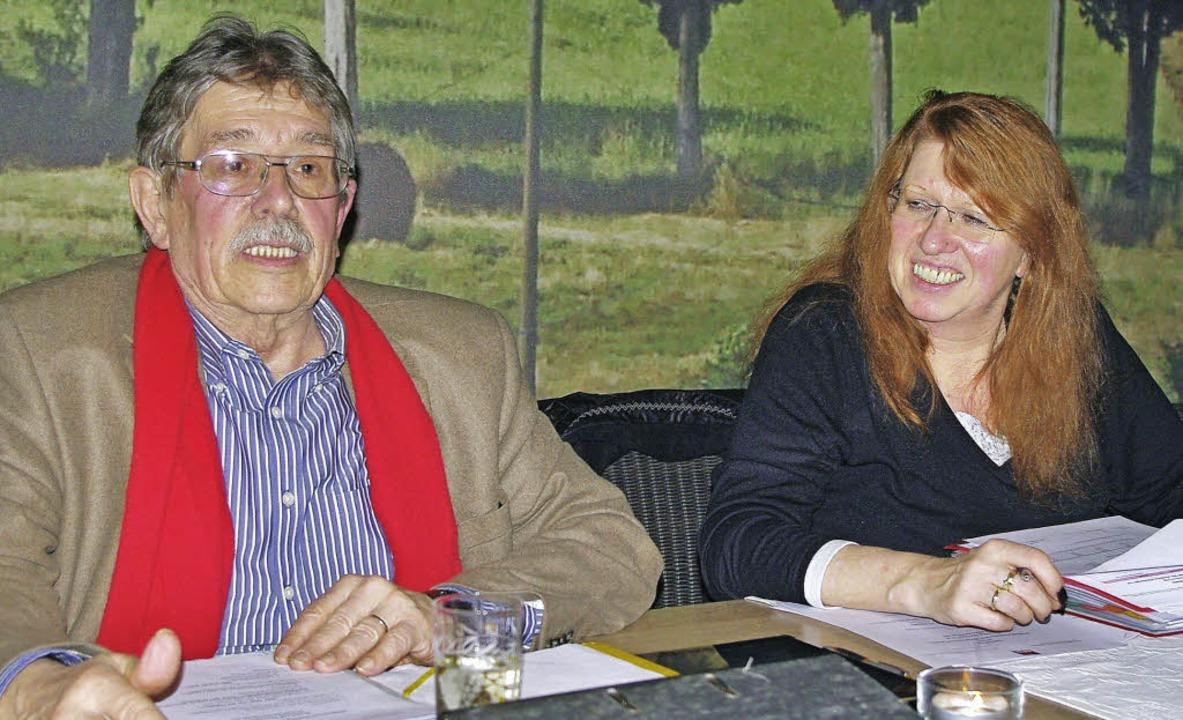 Robert Blum bei seinen engagierten  Au...ergang Hörnle. Rechts Marianne Müller.  | Foto: Rolf Reißmann