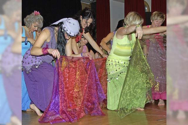 Frauen feiern orientalisch