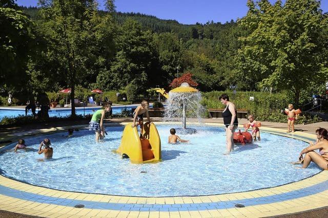 Brandschäden beseitigt - Freibad Reichenbach öffnet am 2. Mai