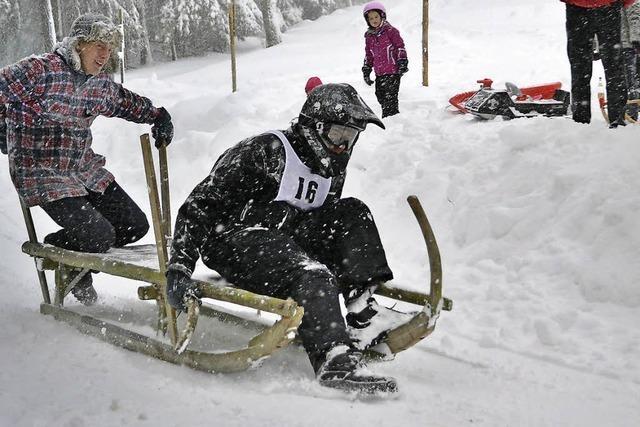 Teamarbeit im wilden Schneegestöber