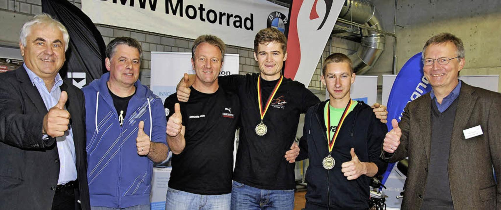 Philipp Mair  und Fabian Kraft (Vierte...r Kfz und Zweirad, über ihre Erfolge.   | Foto: Markus Dold