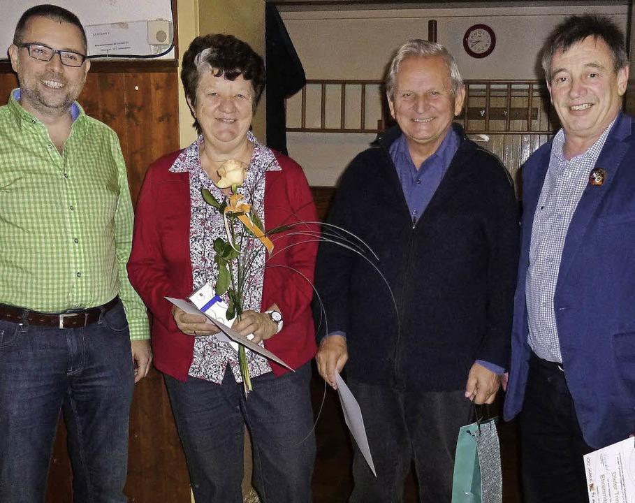 Christian Ott ernennt Edeltraud Bender...nler zu Ehrenmitgliedern (von links ).  | Foto: Gabriele Poppen