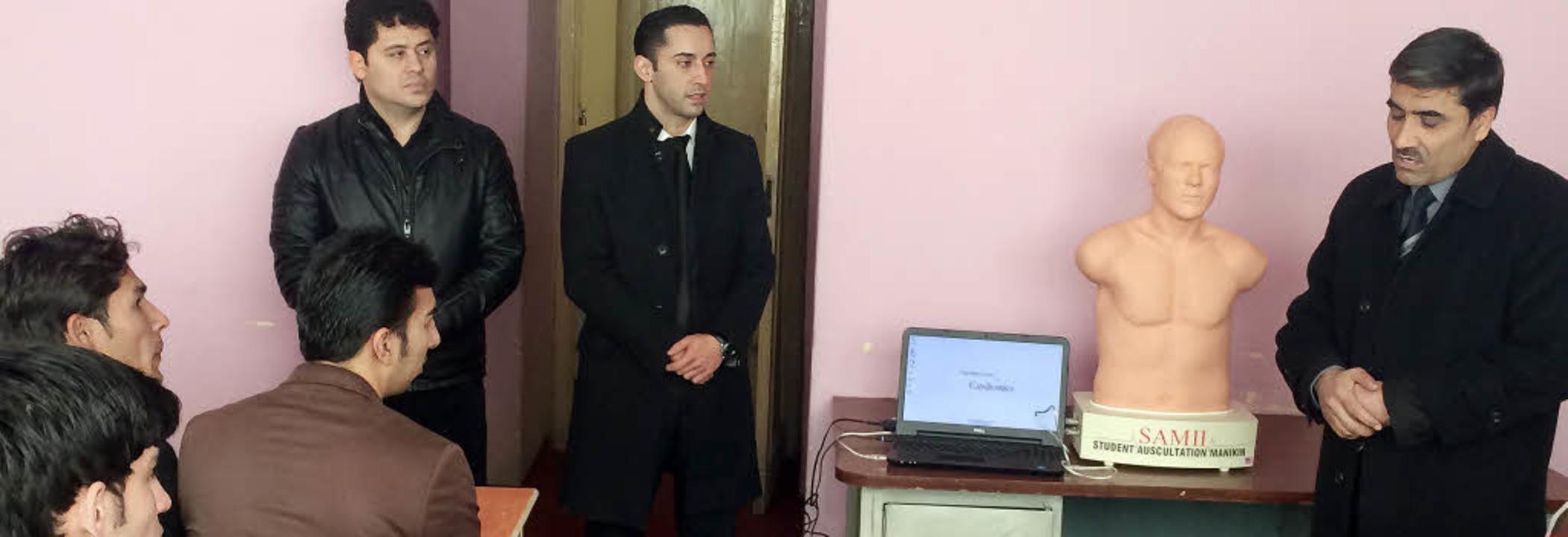 Studenten in Mazar-i-Sharif lernen mit...ie von der Uniklinik finanziert wurde.  | Foto: Privat