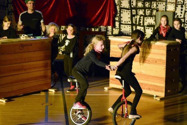 Junge St,Georgener Artisten machen Zirkus