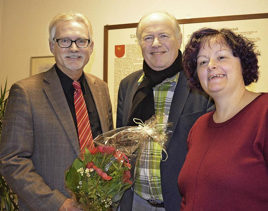 Ortsvorsteher Günter Schlecht, Hans-Dieter Böhringer und  Annette Bachmann-Ade     Foto: Britta Wieschenkämper