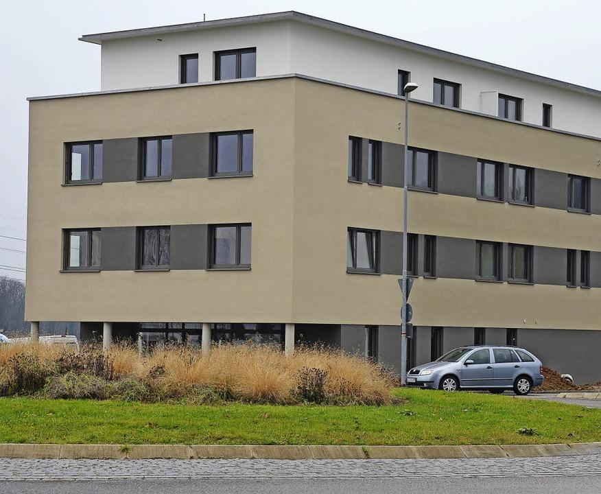 Am Kreisverkehr beim Gießenfeld in Efr...äude mit Praxen, Apotheke und Wohnung.  | Foto: schopferer