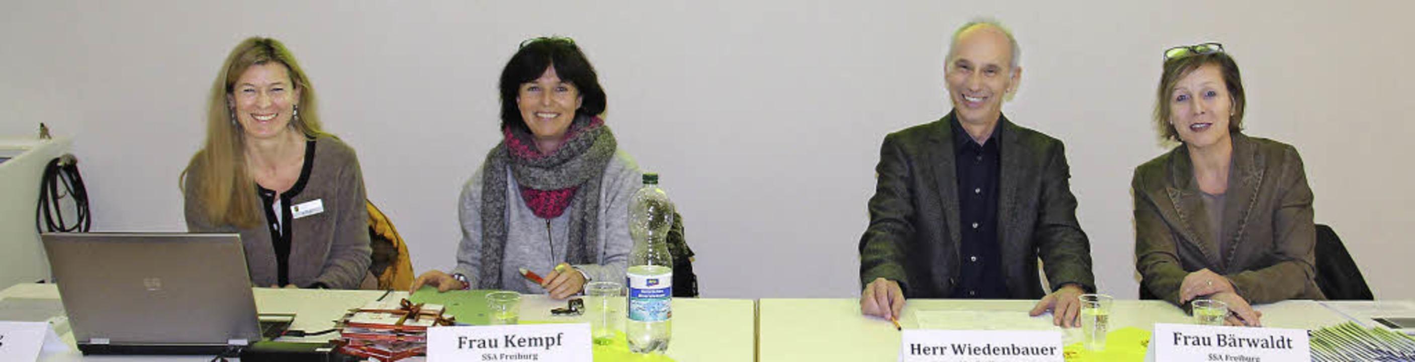 Das Forum: Angelika Fuß, Christine Kem...ks) vom Staatlichen Schulamt Freiburg.  | Foto: Gerda Oswald