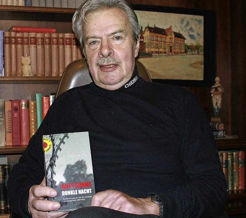 Hans Weide und sein Roman   | Foto: martin frenk