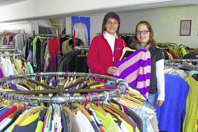 Kleider für immer mehr Menschen