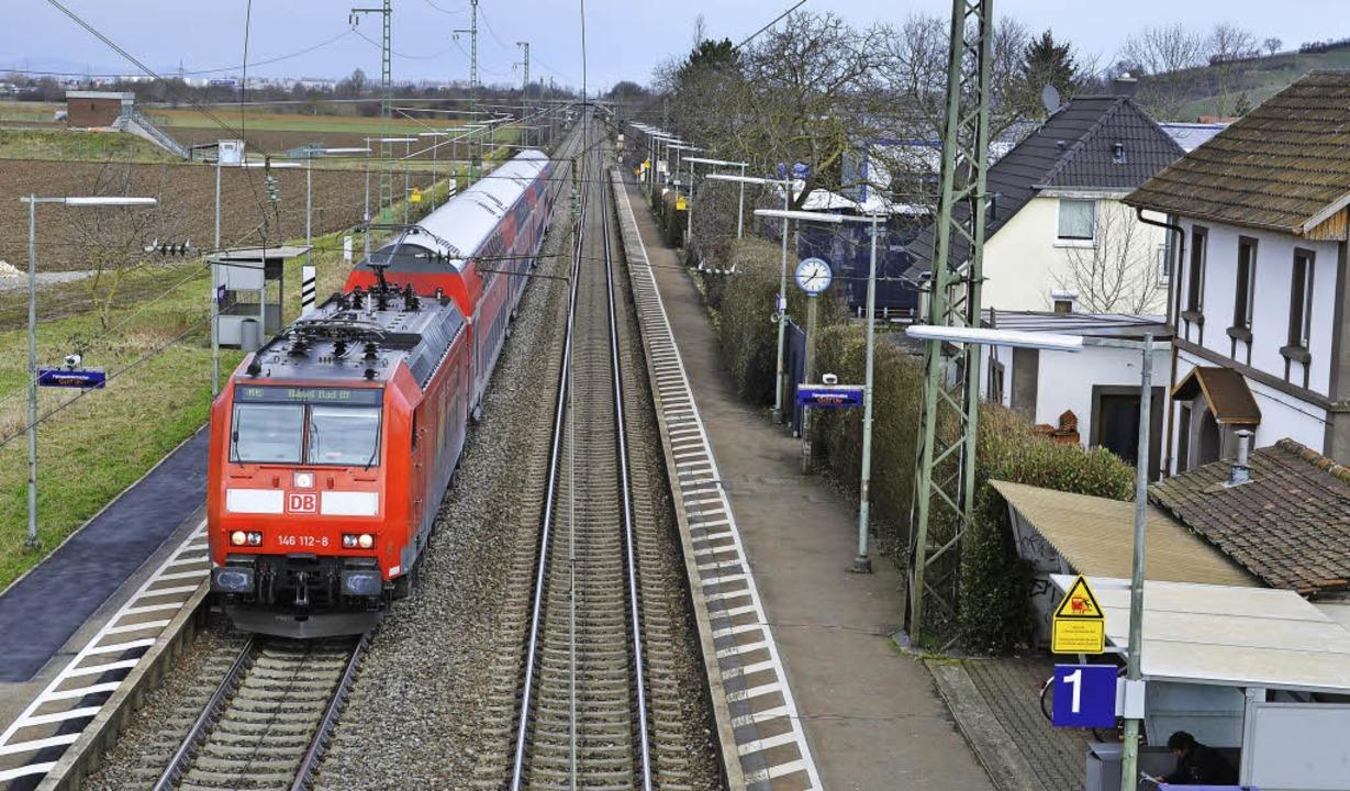 Das Ringen um den Ausbau der Rheintalb...heim und Auggen (im Bild) geht weiter.  | Foto: S. UMiger