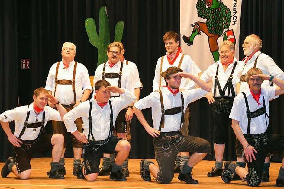 Das fesche Herrenballett von der Zainemacherzunft zeigte Brauchtum aus Bayern. (Foto: Alexandra Wehrle)