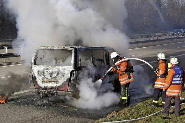 Brennender Transporter auf der Autobahn 5