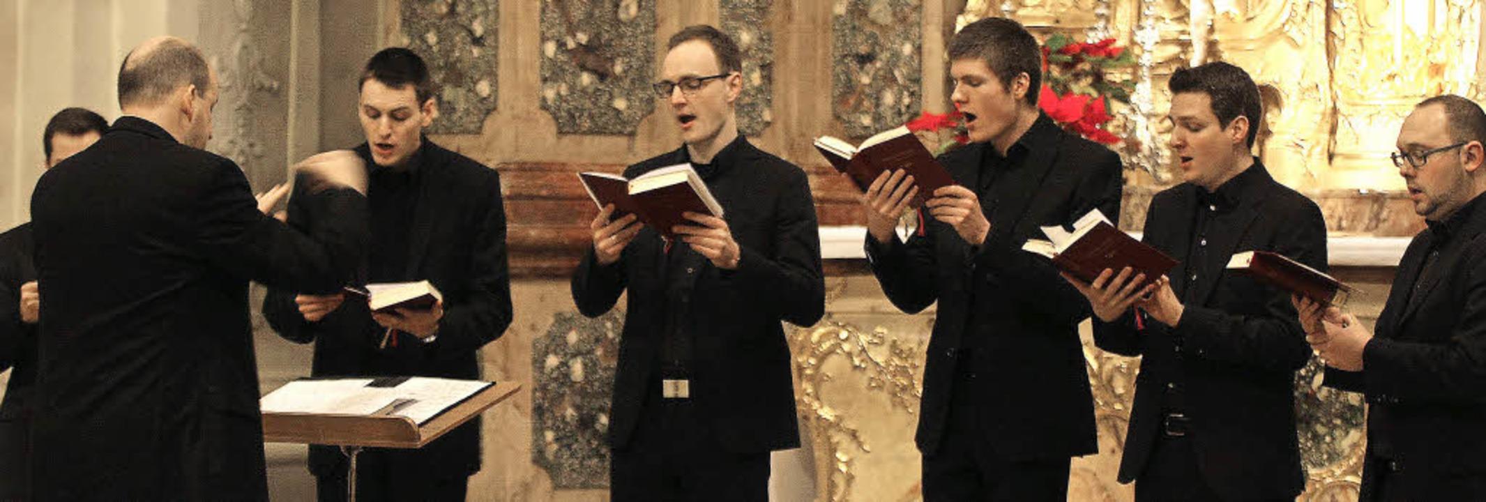 <Text>Die Schola Gregoriana der Hochsc...wieder zurück nach St. Peter. </Text>     Foto: Wolf-Wilhelm Adam