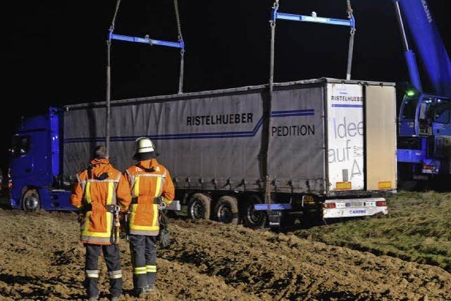 Hustenanfall – Lkw fährt in den Acker
