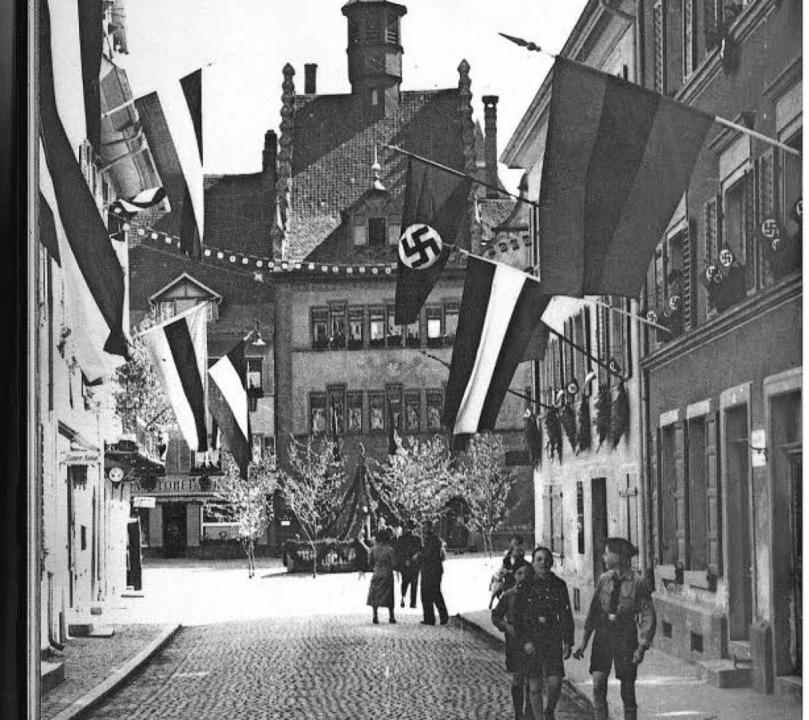 Wie eine schleichende Krankheit kam de...ionalsozialismus über die Fauststadt.   | Foto: Verlag A. Villinger