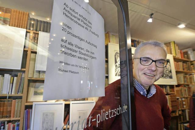 Bei einem Freiburger Antiquar zahlen Schweizer 20 Prozent mehr