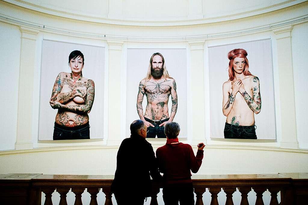 ausstellung in hamburg zeigt tattoos panorama badische zeitung. Black Bedroom Furniture Sets. Home Design Ideas