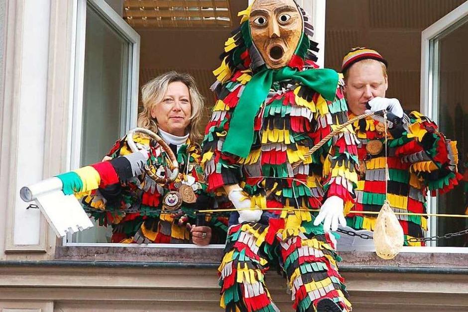 Frau Bürgermeisterin mach uf des Tor! Tritt hinterm große Schriebtisch vor! (Foto: Jutta Binner-Schwarz)