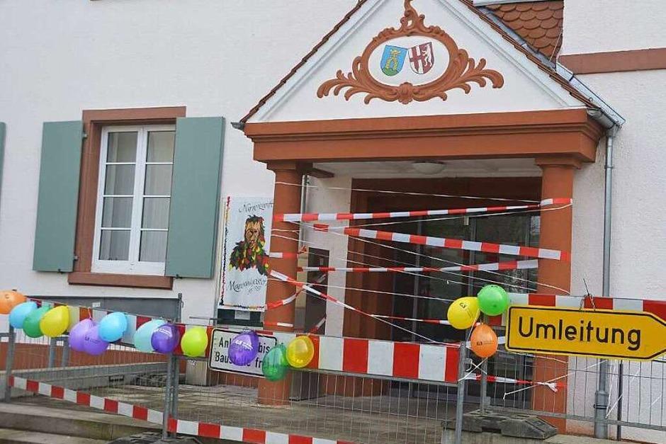 Verbarrikadiert: Das Marcher Rathaus in Hugstetten – vor dem Sturm der Narren (Foto: Manfred Frietsch)