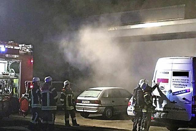 Polizei sucht Zeugen nach Fahrzeugbrand