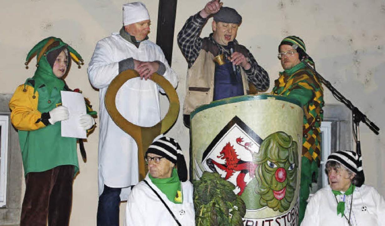 In Merdingen schlugen zum Start des He...g der Krutschnieder kräftig vom Leder.  | Foto: sebastian ehret, mario schöneberg