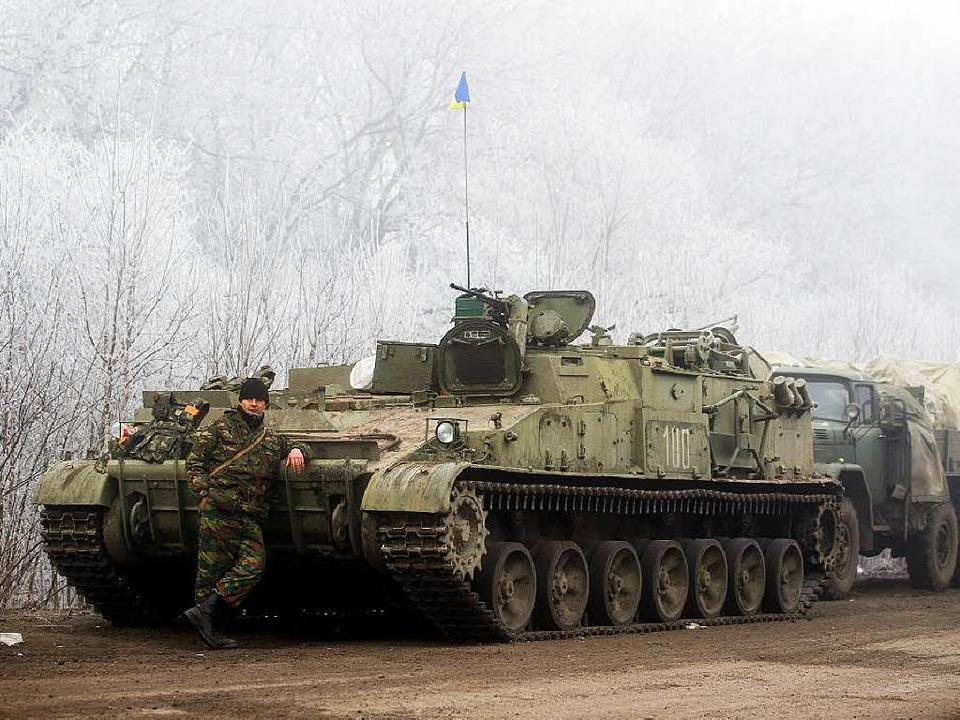 Kämpft nicht mehr: ein Soldat der ukrainischen Regierungstruppen   | Foto: AFP