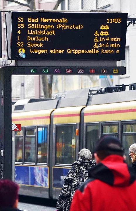 Wegen einer Grippewelle fallen in Karlsruhe zahlreiche Stadtbahnen aus.  | Foto: dpa