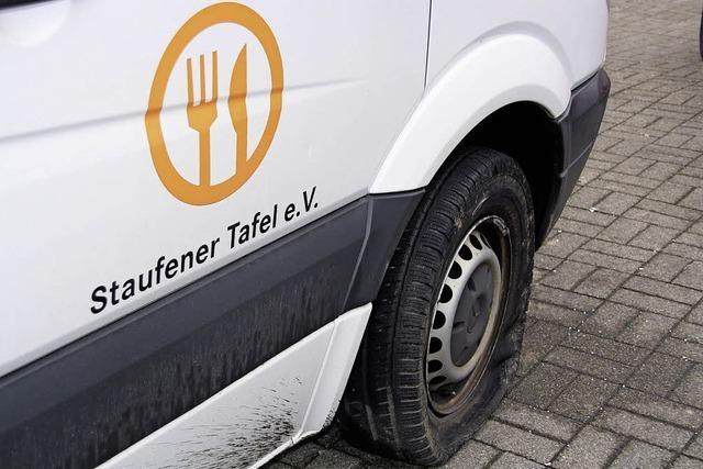 Reifen an zwei Fahrzeugen zerstochen