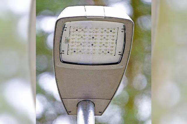 Badenova stellt LED-Lampen in der Bahnhofstraße auf
