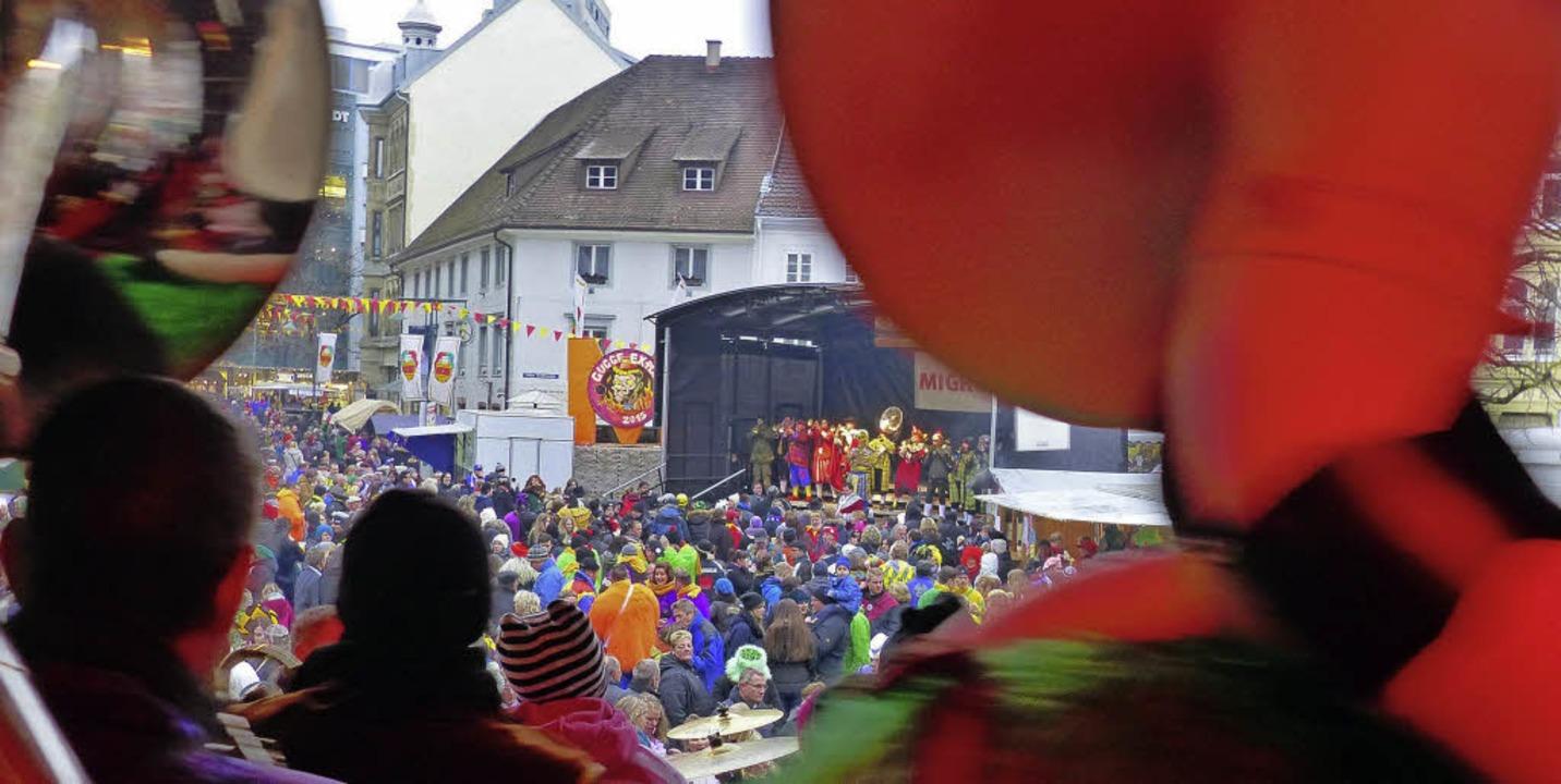 Zum Finale der Fasnacht traten 16 Gugg...lten Marktplatz und  zwei Bühnen auf.     Foto: Barbara Ruda