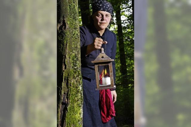 Tour mit der Geschichtenerzählerin Lichtsageri in Teningen