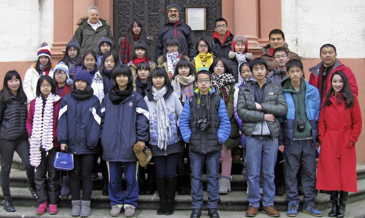 Zwei Dutzend junge Chinesen aus Guangz... des Tourismusverbandes Breisgau-Süd.   | Foto: Manfred Lange