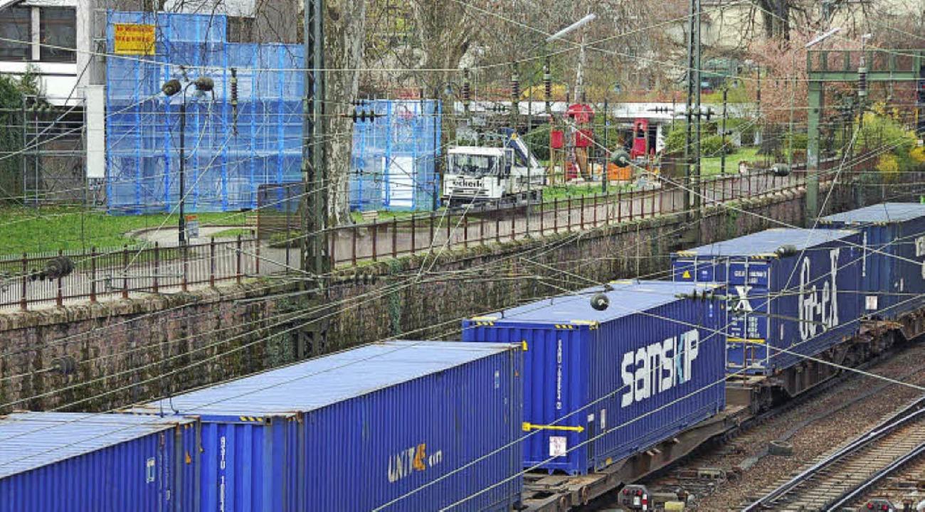 Demo-Wände (im Hintergrund, blau) wie ...mmt. Das beantragt die FDP-Fraktion.    | Foto: Seller