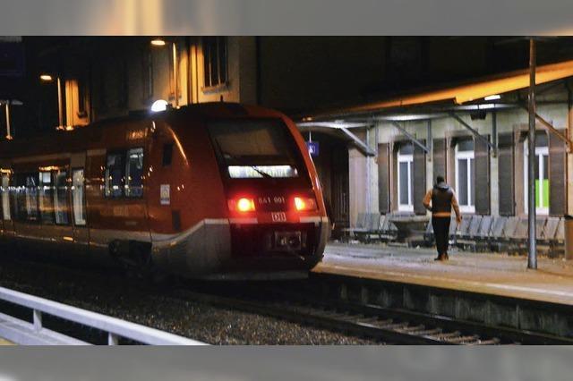 Polizei ermittelt Zug-Schläger, der 19-Jährigen verletzt hatte