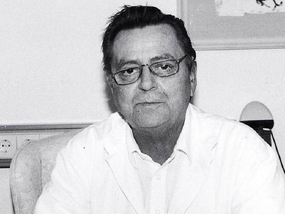 Professor Armin Klümper auf einem Archivbild aus den 1990er-Jahren.  | Foto: Brigitte Sasse