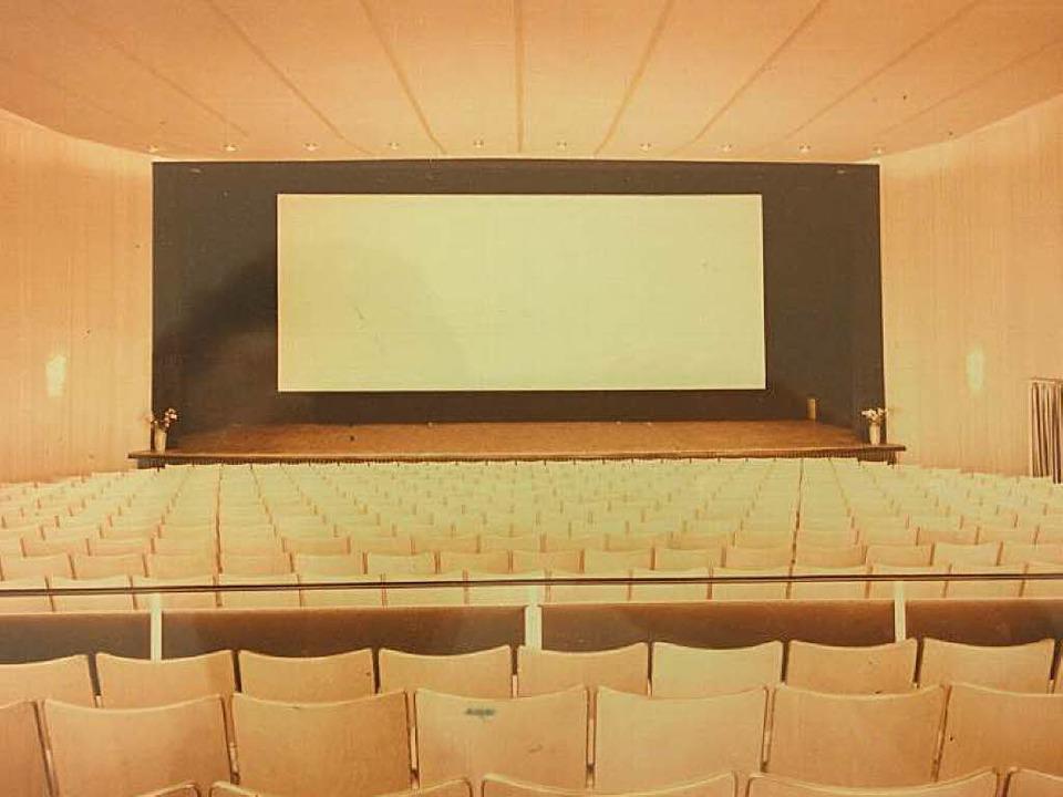 Blick in den Saal des ehemaligen Kurtheaters. 600 Menschen hatten dort Platz.    Foto: Sebastian Wolfrum