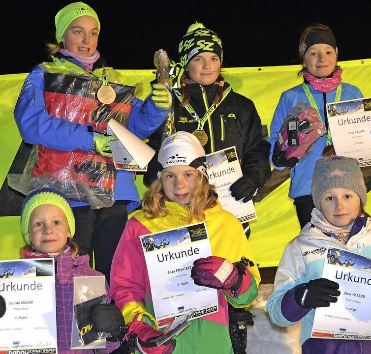 Die sechs Finalistinnen beim Techniksp...eta und Jana Faller (vorne von links)     Foto: Helmut Junkel