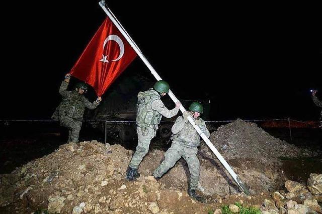 Türken dringen auf syrisches Hoheitsgebiet vor
