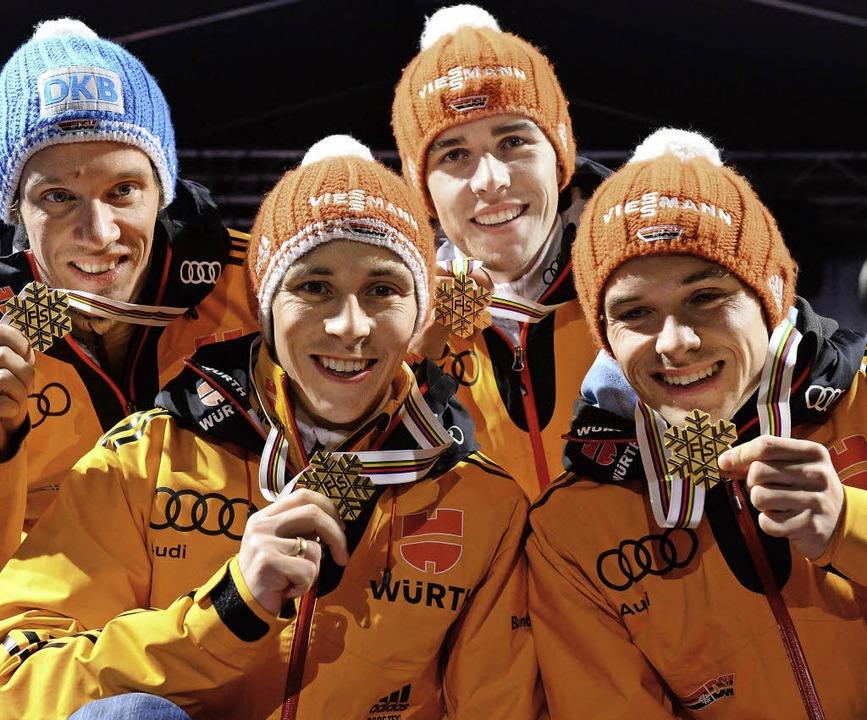 Lang ersehntes Gold: 28 Jahre nach dem... Tino Edelmann in Falun den WM-Titel.   | Foto: afp