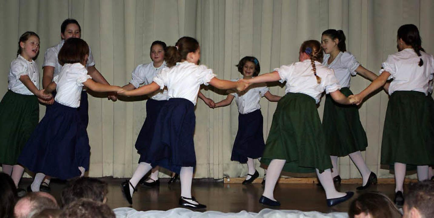 Bei Aufführungen zeigt sich, mit welch... Volkstanzgruppe Egringen dabei sind.   | Foto: privat