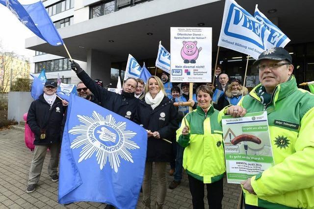 Polizisten in Freiburg protestieren für Gehaltserhöhungen